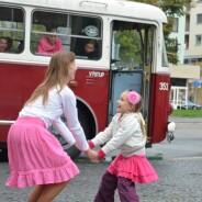 Taneční trolejbus projel Pardubicemi – fotoreportáž